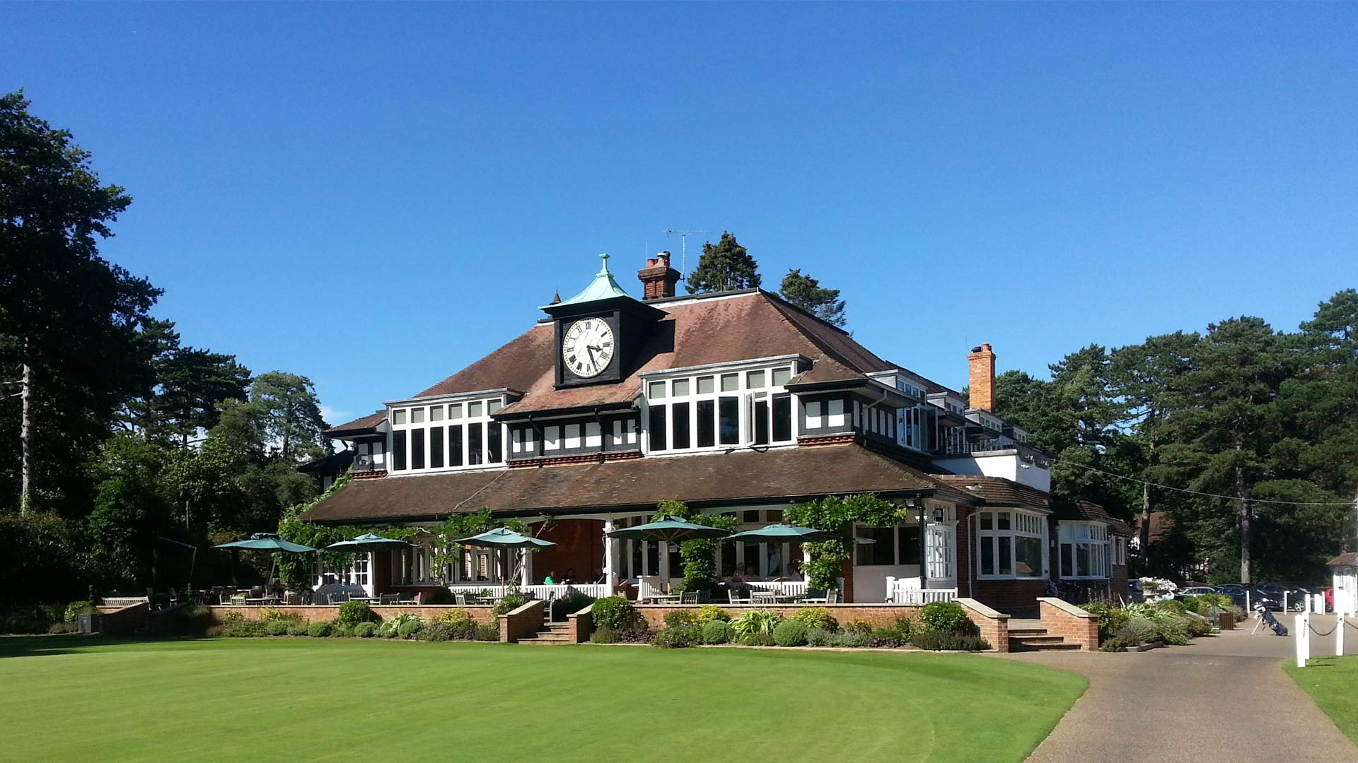 Sunningdale Golf Terrace commercial architecture